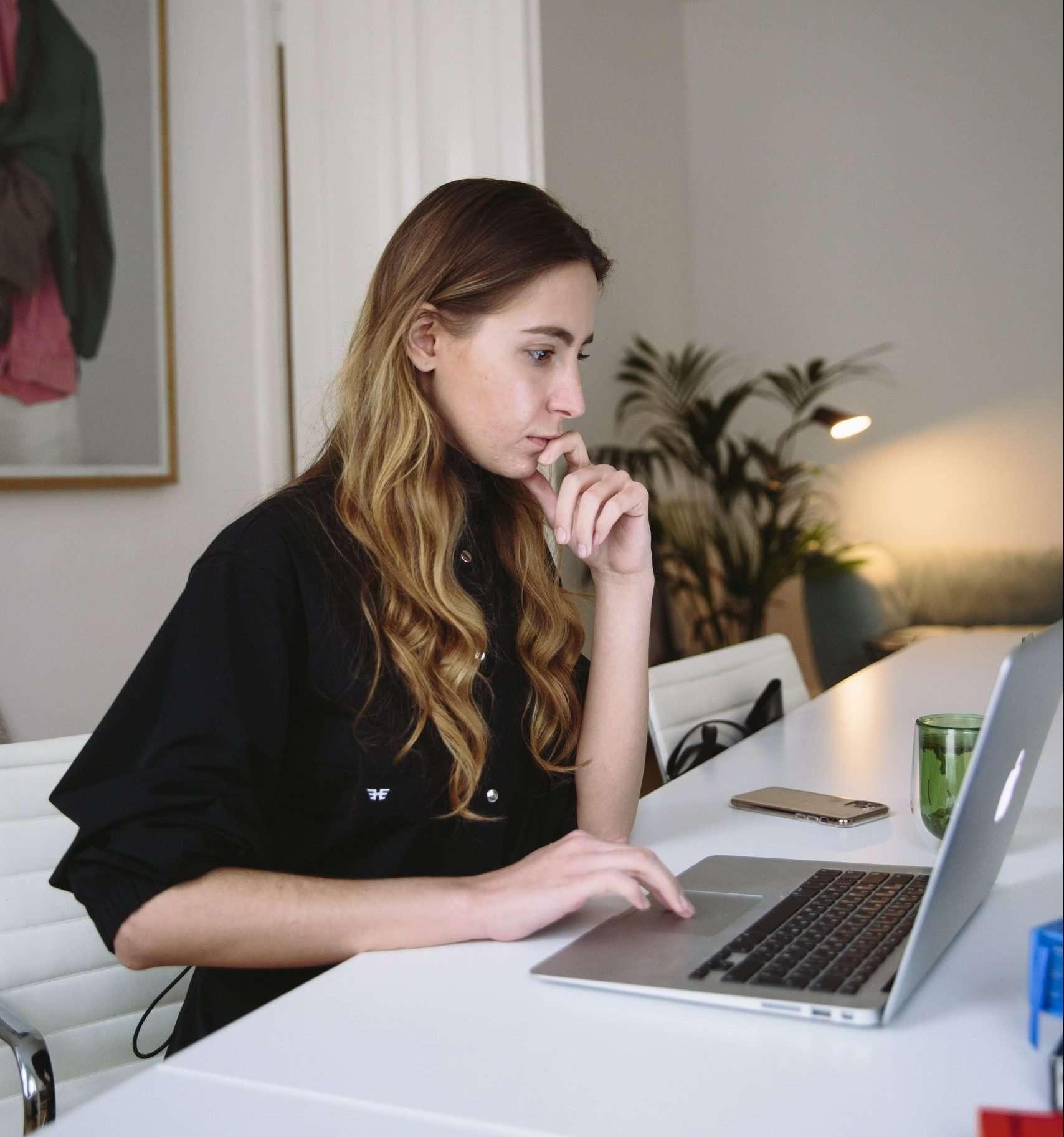 agente inmobiliario digital, agente de la propiedad inmobiliaria que supera la crisis del coronavirus, agente de bienes raíces que supera el covid-19, visitas virtuales a inmuebles, blog inmobiliarios actualizados
